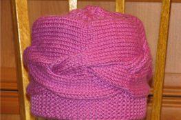 Женская шапка с узором коса